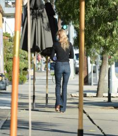 kate-bosworth-out-in-los-angeles-02-25-2021-0.jpg