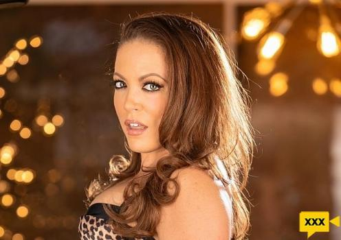 She Seduced Me - Carmen Valentina & Jessica Ryan