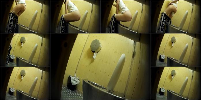 Yellow toilet WC Yellow_Publictoilet_993