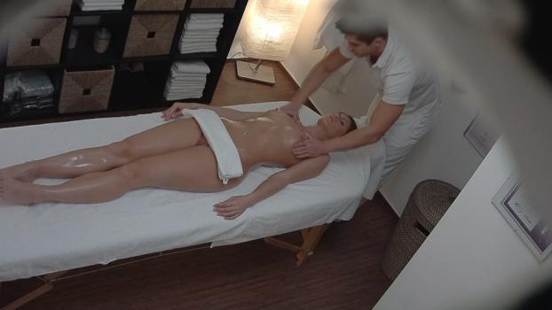 Czechav.com- Model came for an erotic massage