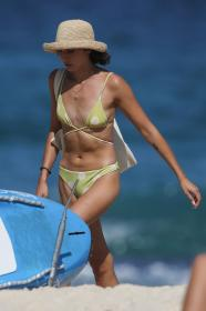 vanessa-valladares-at-the-beach-in-sydney-03-04-2021-8.jpg