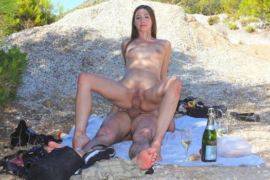 Cashforsextape.com- Amateur oral sex on a romantic picnic